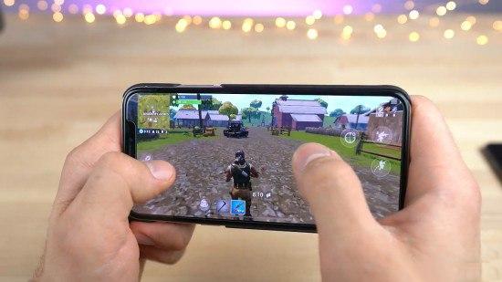 堡垒之夜手机版实战演示 游戏还原令人眼前一亮