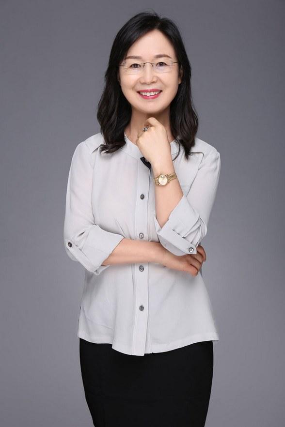 《好妈妈胜过好老师》作者,知名家庭教育专家尹建莉